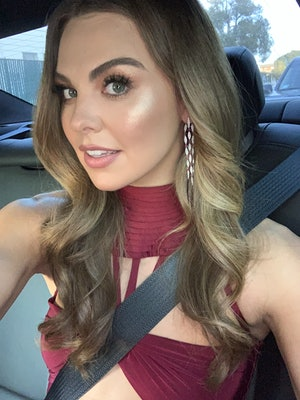 Hannah Brown shows off her red carpet look for the People's Choice Awards.