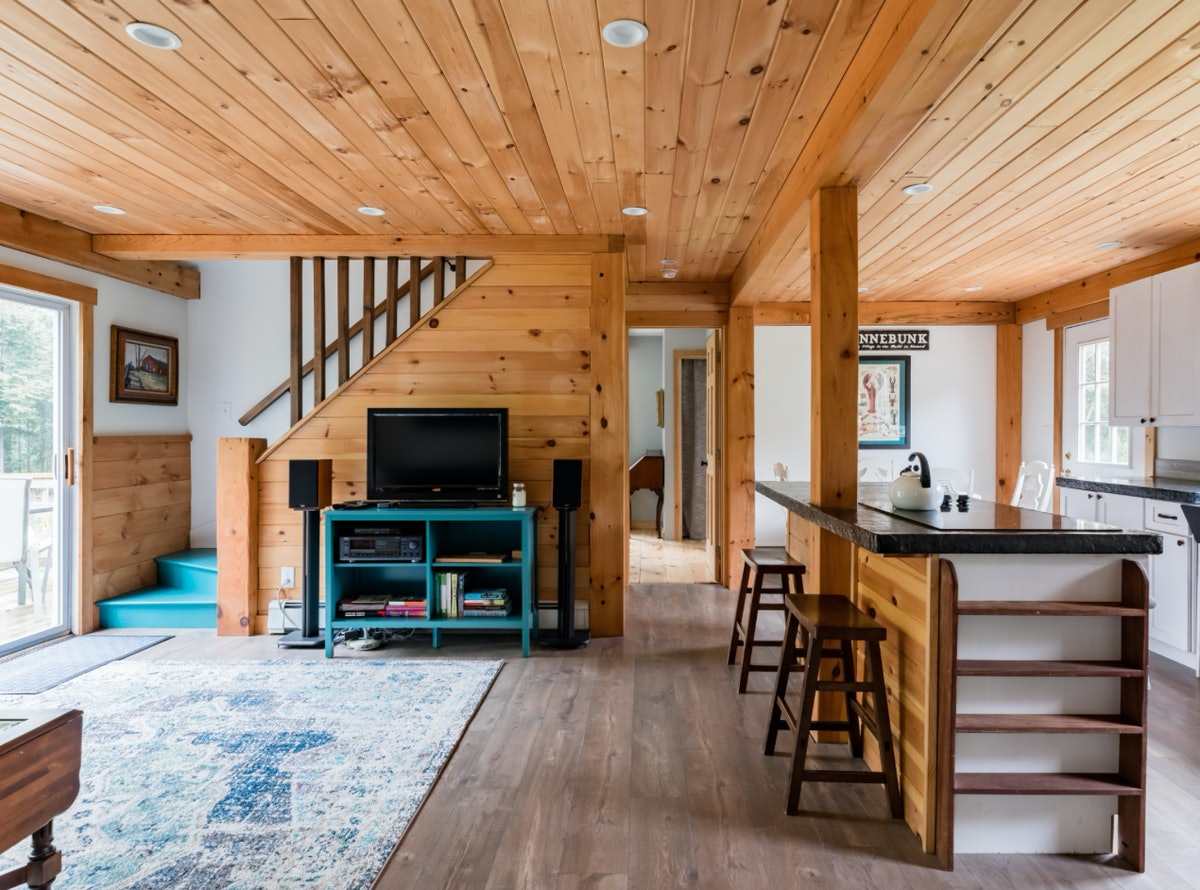 The living room of a gorgeous house in Kennebunk, Maine has a television, as well as other amenities.