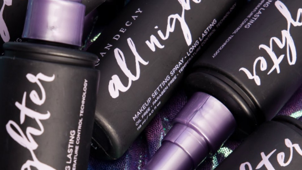 Urban Decay's Black Friday Sale gives customers 25% off.