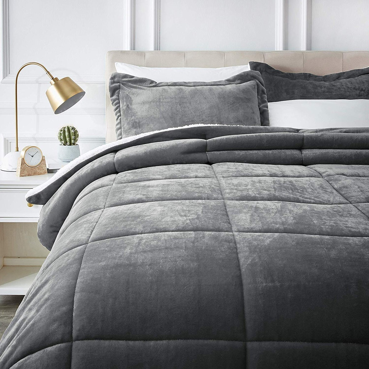 AmazonBasics Ultra-Soft Sherpa Comforter Bed Set