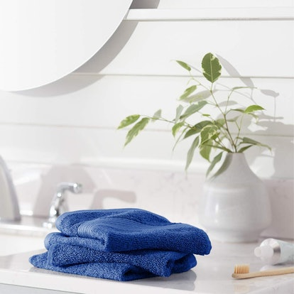 AmazonBasics Fade-Resistant Cotton Washcloths (12-Pack)