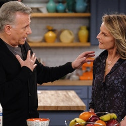 Paul Reiser and Helen Hunt star as Paul and Jamie in 'Mad About You.'