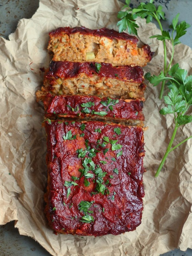 A glazed vegan meatloaf, partially sliced. Chickpea vegan meatloaf is a great option for a vegan Thanksgiving main.