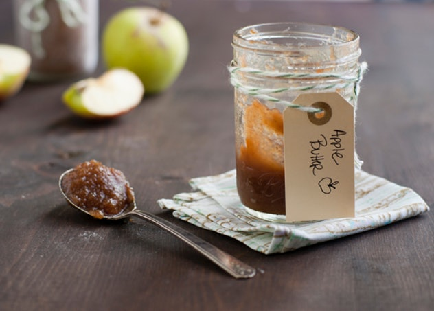 Easy Thanksgiving Dishes; Jar of slow cooker apple butter