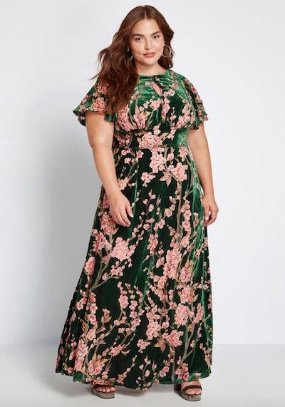 Soiree Saunter Velvet Maxi Dress