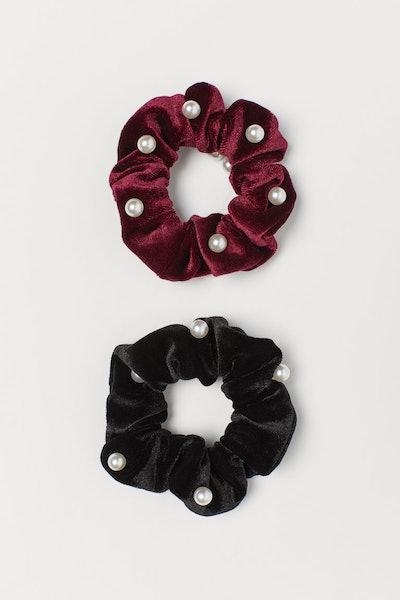 2-pack velour scrunchies
