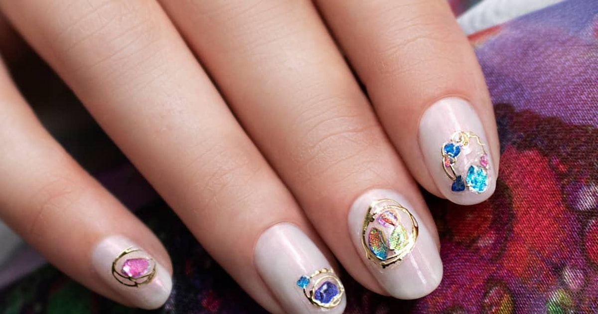 17 Holiday 2019 Nail Art Looks That Don't Involve A Candy Cane
