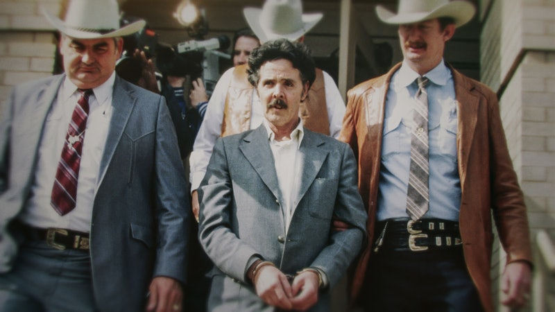 Henry Lee Lucas being escorted by Ranger Bob Prince and task force.