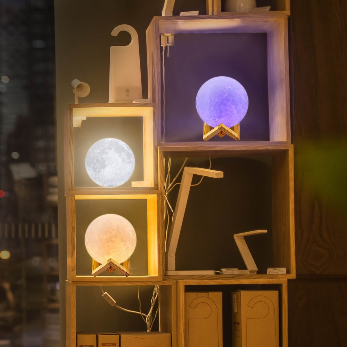 LOGROTATE Moon Light With Stand