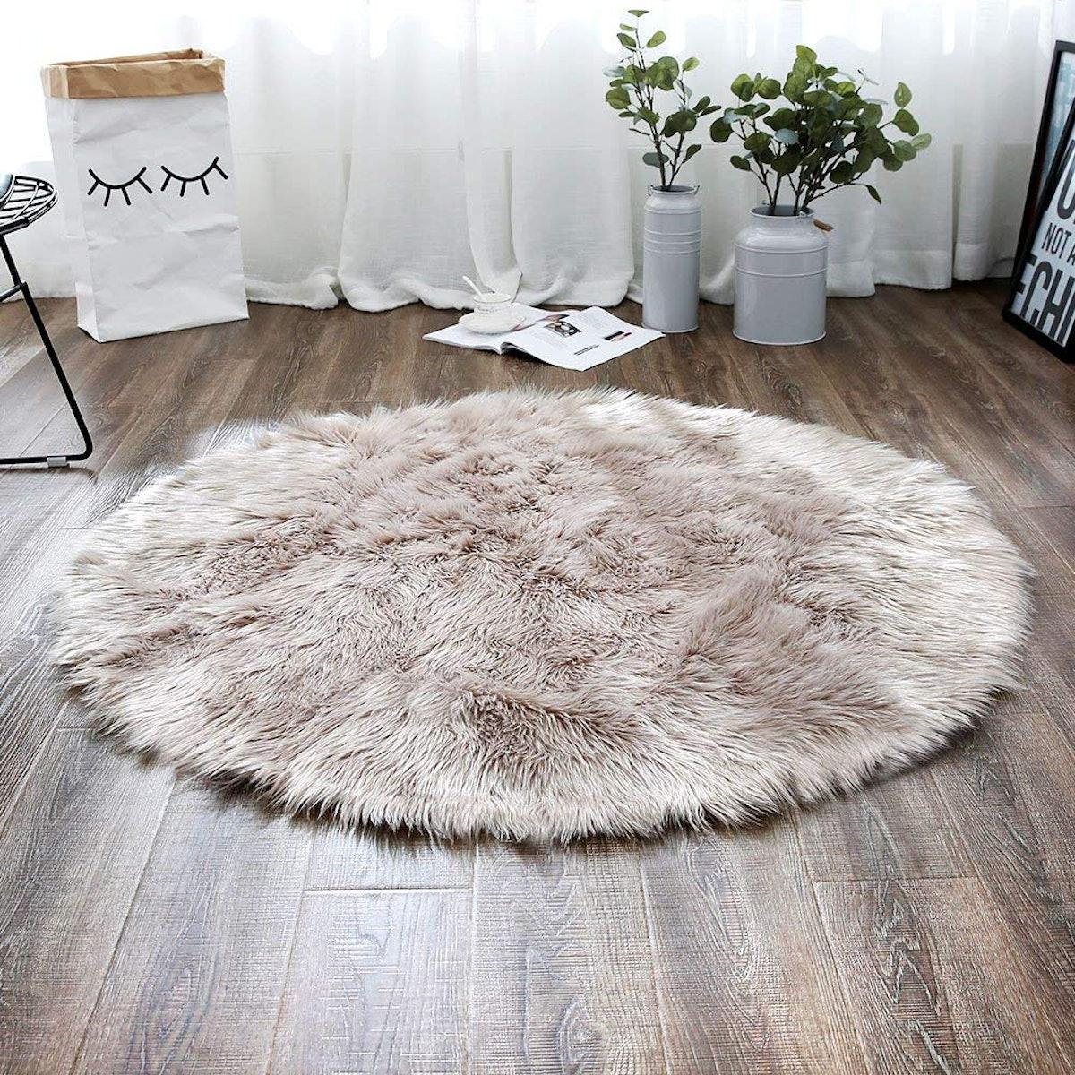 LEEVAN Plush Faux Fur Rug