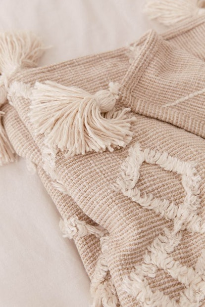 Geo Tufted Tassel Throw Blanket — Beige