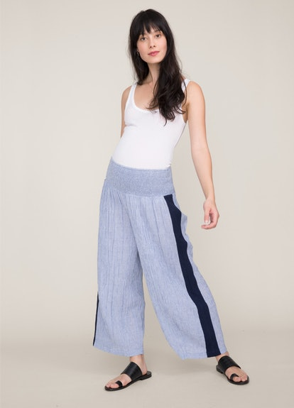 The Sabina pant is an effortless, chic way to wear a stretchy pant during your pregnancy.