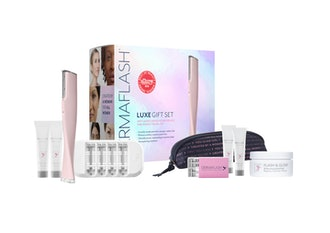 LUXE Anti-Aging Dermaplaning Exfoliation Device + Travel Gift Set