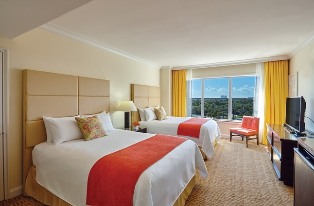 The Sea View Hotel is offering 25% off stays from now until Dec. 3.