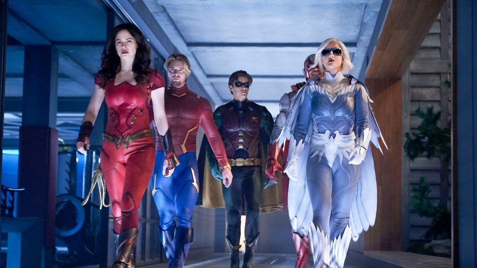 The cast of 'Titans' is reunited in Season 2.