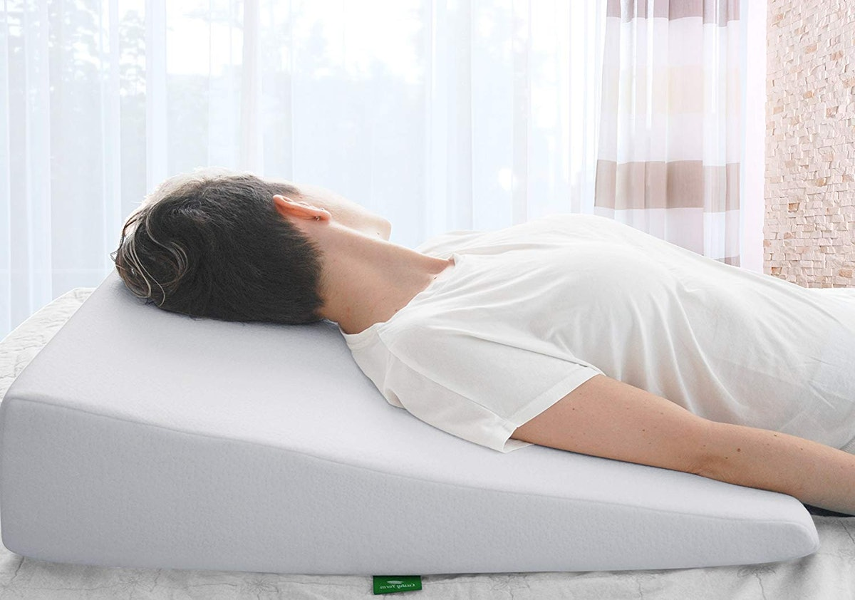 Cushy Form Bed Wedge Memory Foam Pillow
