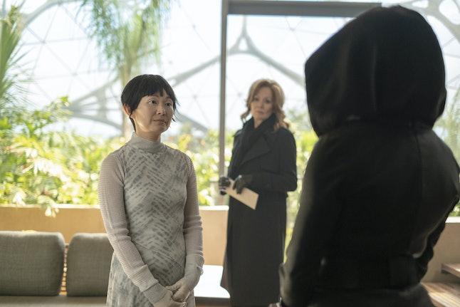 Hong Chau as Lady Trieu and Jean Smart as Laurie Blake in Watchmen