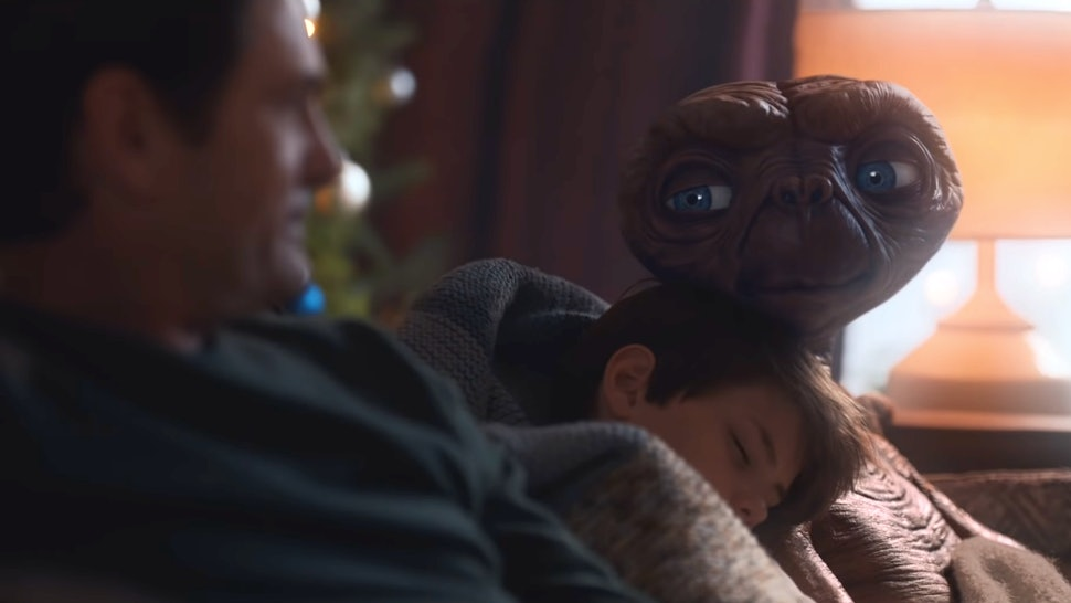 E.T. and Elliot in the Xfinity E.T. reunion commercial
