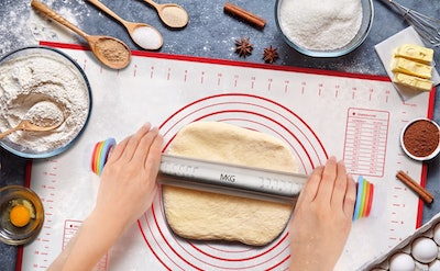 MKG Adjustable Rolling Pin with Silicone Baking Mat