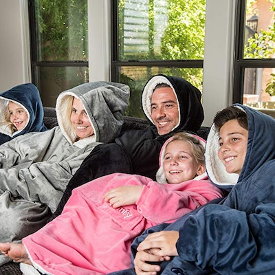 THE COMFY   The Original Oversized Sherpa Blanket