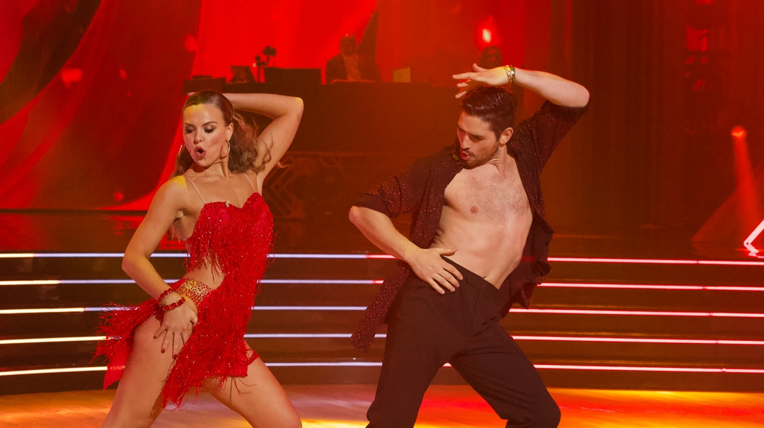 Hannah Brown and Alan Bersten dance the salsa in Week 8 of DWTS.