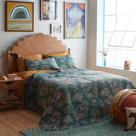 Tropical Toile Quilt Set