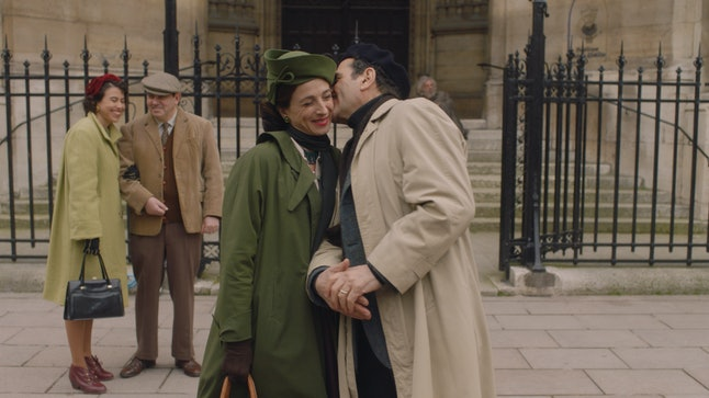 Marin Hinkle as Rose Weissman and Tony Shalhoub as Abe Weissman in The Marvelous Mrs. Maisel