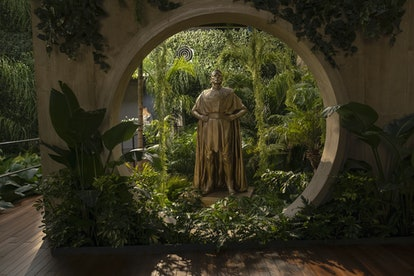 The gold statue of Ozymandias in Watchmen