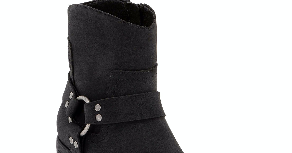 15 Black Boots On Walmart.com For Under $50