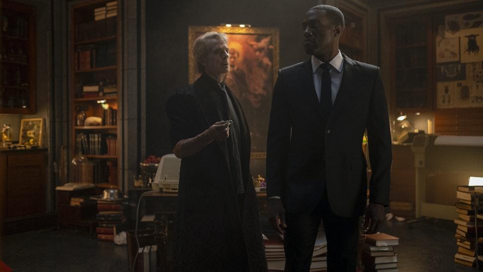Jeremy Irons as Adrian Veidt and Yahya Abdul-Mateen II as Doctor Manhattan in Watchmen