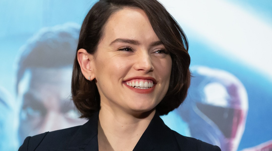 Daisy Ridley's hair at 'Star Wars: The Rise of Skywalker' promo event in Tokyo