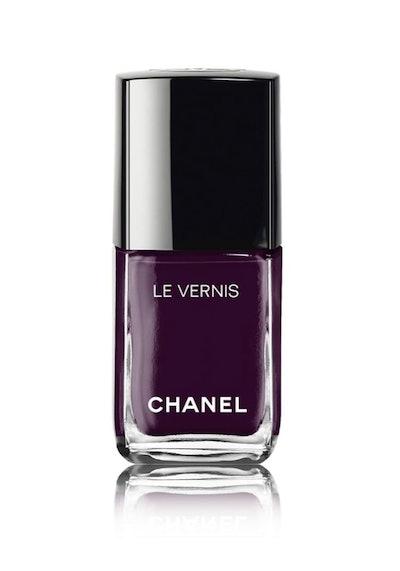 Le Vernis Longwear Nail Colour in Prune Dramatique