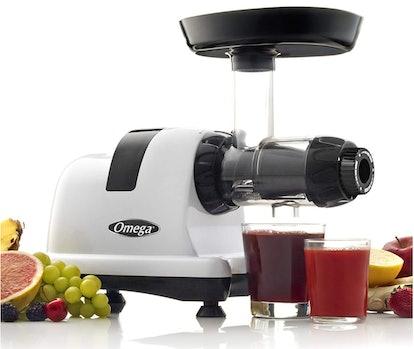 Omega J8006HDS Nutrition Center Masticating Juicer