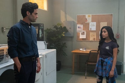 Joe talks to Ellie Alves in YOU Season 2, a girl in his apartment building he feels protective over.