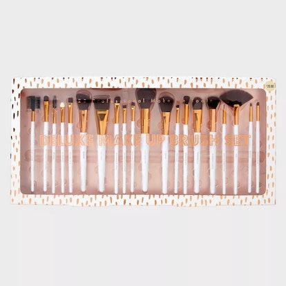 Tri-Coastal Design Makeup Brush Set