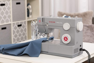 SINGER | Heavy Duty 4432 Sewing Machine with 32 Built-in Stitches, Automatic Needle Threader, Metal Frame and Stainless Steel Bedplate, Perfect for Sewing All Types of Fabrics