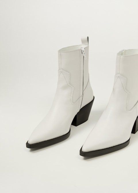 14 White Boots Outfits That Will Make