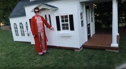 Kris Jenner presents a mansion.