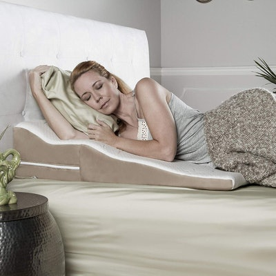 Avana Contoured Bed Wedge Support Pillow