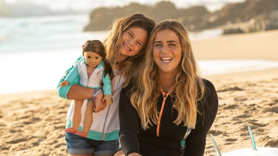 Caroline Marks and her sister with American Girl Girl of the Year 2020 Joss Kendrick