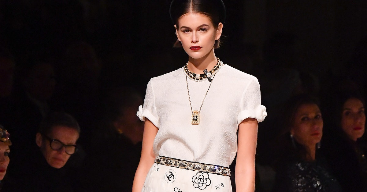 Chanel's Mini Bag At The Metiers d'Art 2020 Show Is Going To Be The Next It Accessory