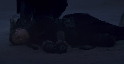 Mysterious person stands over Fennec Shand's dead body in The Mandalorian