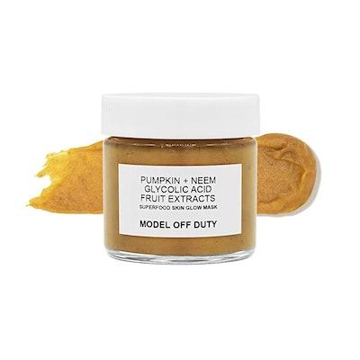 Model off Duty Beauty Superfood Skin Glow Mask