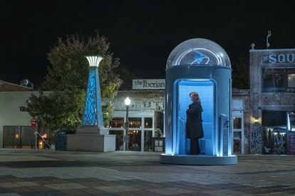 Jean Smart calling Dr. Manhattan in Watchmen