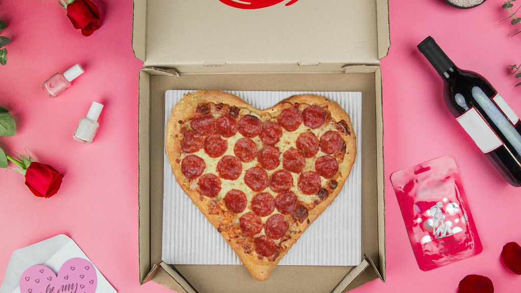 Pizza Hut Open Christmas Day.Pizza Hut S Heart Shaped Pizzas For Valentine S Day Are A Cheesy