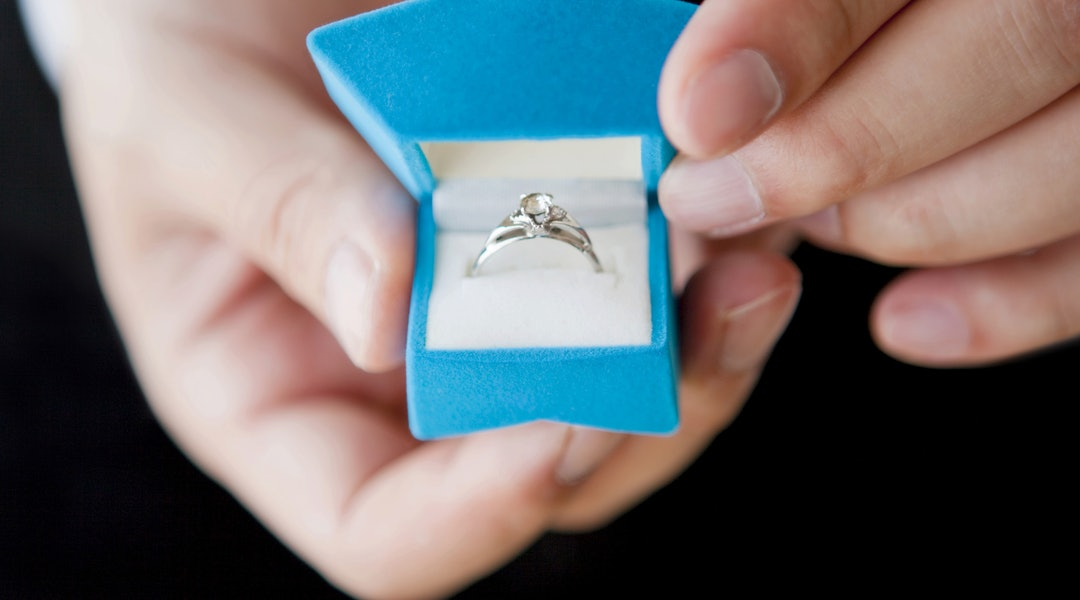 bab5191c79f The Average Amount People Spent On Engagement Rings In 2018 Might Surprise  You