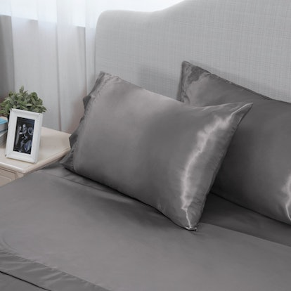 Bedsure Satin Sheet Set