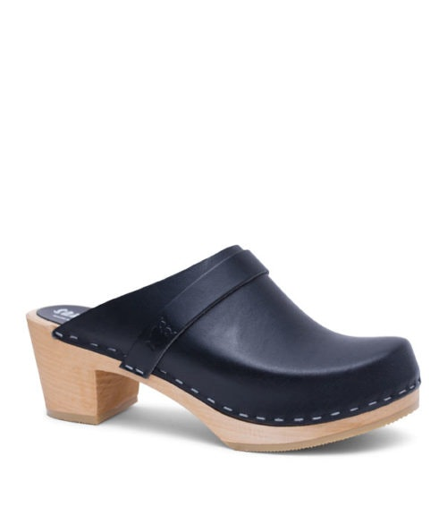 6d894a1ac95 How To Wear Clogs