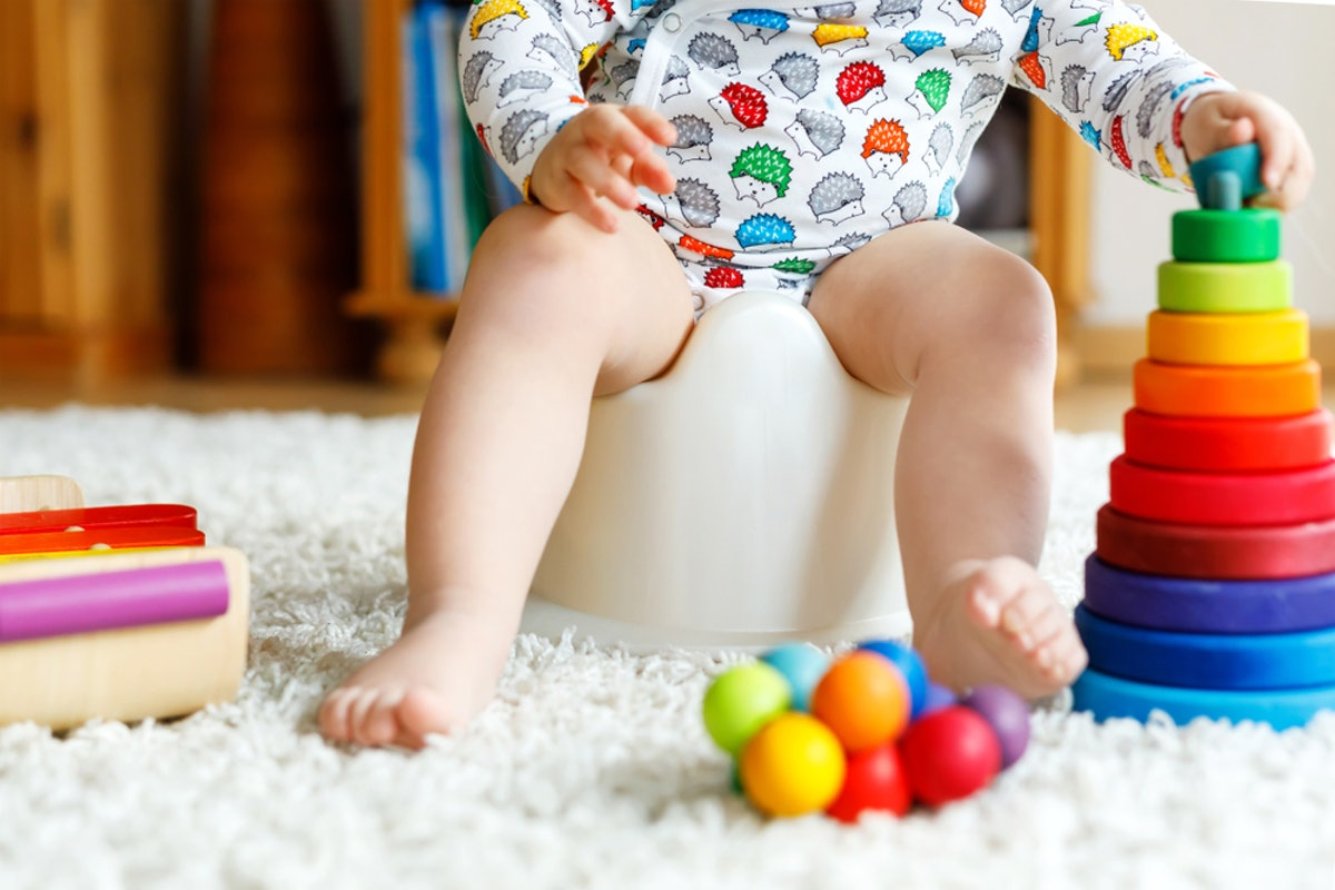 7 Cues Your Baby Is Ready To Potty Train & Ditch The Diapers