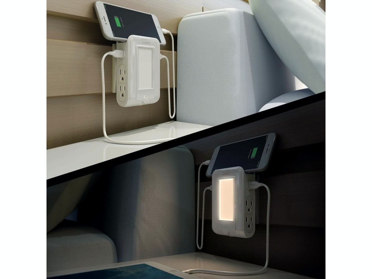 AUKEY USB Outlet With Night Light